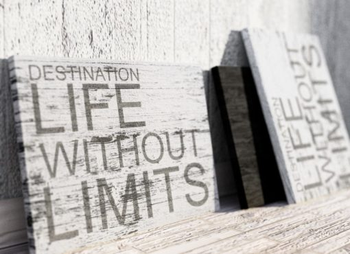 """Dekoracyjna tablica z cytatem motywacyjnym """"Destination LIFE without LIMITS"""""""