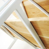 Regał nowoczesny BONITO to pomysł na podział przestrzeni w mieszkaniu. Jego ażurowa konstrukcja i funkcja regału sprawia, że nie dominuje on w przestrzeni. Dodatkowo 5 poziomów pozwala na optymalne zagospodarowanie miejscach na półkach.