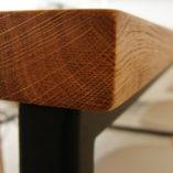 Porządny drewniany blat z naturalnego litego dębu. Solidny stół do jadalni.