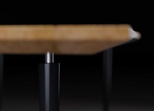 Krawędź stołu BLACK MAGIC jest frezowana, dzięki czemu stół zyskuje lekkości, a gruby trzy-centymetrowy blat elegancji i szyku.