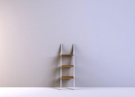 Półka opiera się o ścianę i nie potrzebuje przymocowania do niej, dzięki czemu, jeśli tylko jest taka potrzeba, łatwo ją przestawić w inne miejsce.