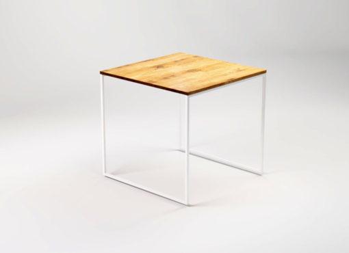 Stół kwadratowy Light Kvadrat to idealny i praktyczny wybór jako stolik do kuchni, jadalni czy salonu. Prosty, nienarzucający się design sprawia, że prezentuje się świetnie także w większej liczbie sztuk, jako element wyposażenia kawiarni czy restauracji.
